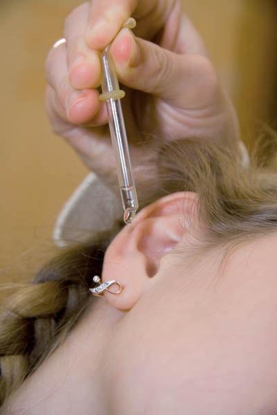 Стреляет в ухо как лечить домашними средствами