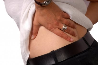 Боль в позвоночнике в пояснице: сильная пульсирующая и резкая ноющая в области спины в районе позвоночника около почки - почему болит при грыже